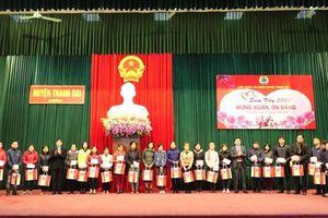 144 suất quà được trao tặng cho công nhân lao động nghèo huyện Thanh Oai