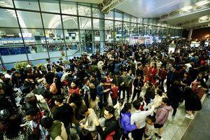 Kiểm tra phòng chống viêm phổi lạ tại sân bay Nội Bài