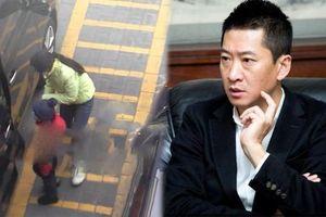 'Nhĩ Khang' Châu Kiệt bí mật có vợ con ở tuổi 50, nét mặt lo lắng dẫn người nhà đi khám bệnh?