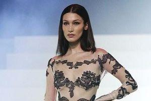 Bella Hadid và dàn mẫu mặc xuyên thấu diễn thời trang