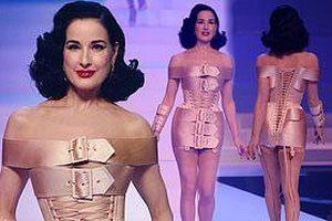 Vũ nữ thoát y Dita Von Teese mặc váy cuốn bằng... 5 chiếc thắt lưng