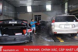 Giá tăng gấp đôi, các tiệm rửa xe ở Hà Tĩnh vẫn 'làm không kịp nghỉ'