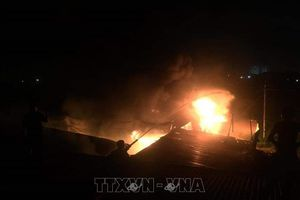 Cháy 11 ki-ốt rau quả ở chợ xã biên giới Hoành Mô