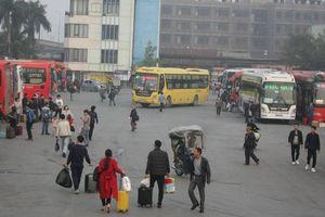 Bến xe, đường phố Hà Nội thông thoáng 'lạ' trong ngày 29 Tết