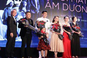 Giữa scandal nói xạo về doanh thu, Trấn Thành lên tiếng bênh vực đạo diễn Nhất Trung và ekip phim 'Đôi mắt âm dương'