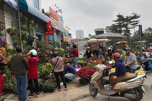 Hà Nội: Người dân tấp nập đổ ra đường mua sắm ngày 29 Tết