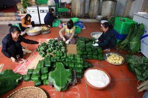 Những làng nghề truyền thống hối hả dịp Tết: Bánh chưng Tranh Khúc lúc vào mùa