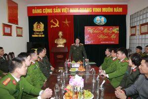 Thứ trưởng Bùi Văn Nam kiểm tra công tác ứng trực và chúc Tết Công an phường Cửa Nam
