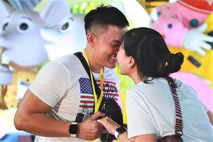 Người dân TP.HCM du xuân ở đường hoa Nguyễn Huệ