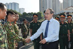 Bí thư Thành ủy TPHCM Nguyễn Thiện Nhân thăm, chúc Tết đơn vị quân đội, tòa án