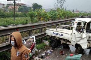 Hà Nội: Xe tải biển xanh va chạm xe máy trên QL1A
