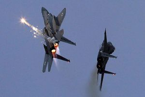 Tiêm kích Israel lại gây rối, tấn công vào vùng biên giới Syria - Iraq?