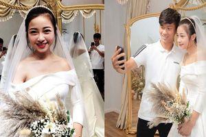 Thiệp mời đám cưới của Phan Văn Đức và 'hotgirl mầm non' có gì đặc biệt?