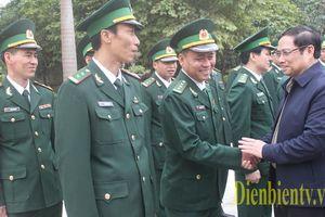 Đồng chí Phạm Minh Chính, Ủy viên Bộ Chính trị, Bí thư Trung ương Đảng, Trưởng Ban Tổ chức Trung ương thăm, tặng quà Tết tại tỉnh Điện Biên