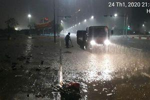 Xuyên đêm dọn rác trên đại lộ Thăng Long