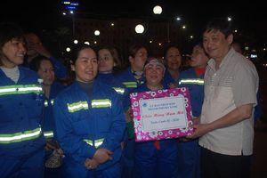 Lãnh đạo TP Đà Nẵng thăm, chúc Tết người lao động trong đêm giao thừa