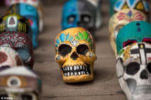 Kỳ lạ thành phố có phong tục đón năm mới ngoài nghĩa địa