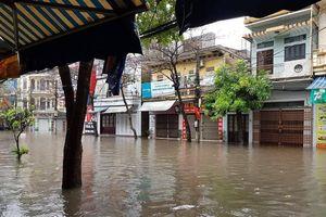 Nam Định ngập sâu, người dân 'thúc thủ ' trong nhà ngày mùng 1 Tết