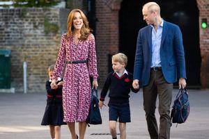 Phải tốn bao nhiêu tiền để được học cùng trường với hoàng tử William, công nương Kate?