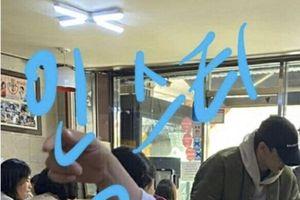 Lộ ảnh Chen (EXO) đi ăn với vợ sắp cưới vào ngày 30 Tết, Knet nói gì?