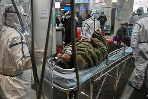 'Đi khám mà sợ bị lây virus' - cảnh sợ hãi trong bệnh viện Vũ Hán
