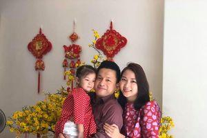 Anh Hai Lam Trường khoe Tết hạnh phúc bên vợ con ở Việt Nam
