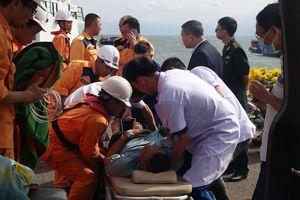 Vượt biển đêm cứu thuyền viên nước ngoài đột quỵ ngày đầu năm mới