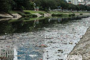 Sau 3 ngày tết, sông Tô Lịch ngập ngụa đủ loại rác thải