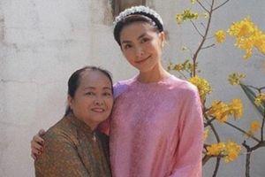Tăng Thanh Hà, Bảo Anh khoe ảnh chụp cùng mẹ dịp Tết