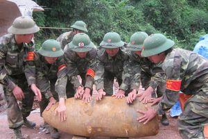 Những người lính 'khoét núi, ngủ hầm'