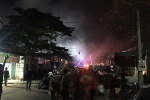 Cháy kho hàng tạp hóa giữa đêm mùng 2 Tết