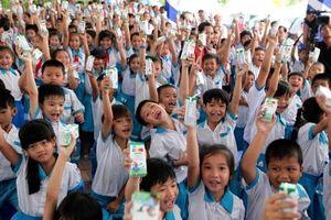 Sữa học đường thu hút hơn 1 triệu trẻ tham gia, trở thành sự kiện tiêu biểu nhất của ngành Giáo dục Hà Nội năm 2019