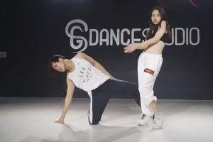 'Mắt biếc' Trúc Anh nhảy 'bỏng mắt' bên Trần Phong dịp đầu năm mới