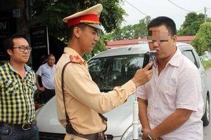 Uống rượu bia lái xe, tài xế ở Hưng Yên 'dính' phạt 35 triệu tối mùng 2 Tết