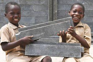 Trường học được xây từ rác thải nhựa