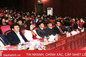Nghi Xuân khen thưởng 351 sinh viên giỏi đầu xuân mới