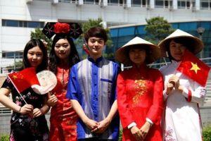 Du học sinh Việt Nam hoãn ngày trở lại Trung Quốc