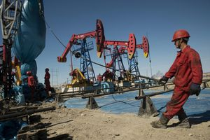 Thị trường dầu mỏ gặp khó vì virus corona