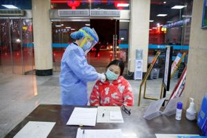 Hiệu thuốc ở Bắc Kinh bị phạt gần nửa triệu USD vì tăng giá khẩu trang