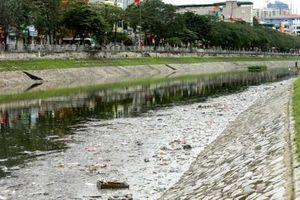 Sông Tô Lịch ngập rác 3 ngày Tết: Ai làm bẩn?