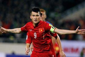 Công Vinh đại diện Việt Nam thi đấu cùng các huyền thoại bóng đá quốc tế