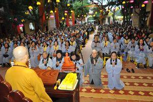 Hàng ngàn Phật tử về chùa Bằng trong ngày Tết