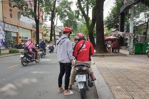 Người Sài Gòn di chuyển 100 mét cũng gọi xe công nghệ