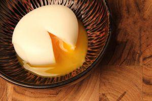 Món trứng nguội luộc trong suối nước nóng của Nhật Bản