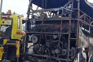 Xe khách giường nằm cháy rụi trên đường cao tốc TP.HCM - Trung Lương