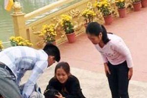 Nghệ An: Thầy giáo cứu một em nhỏ rơi xuống hồ nước khi đi vãn cảnh chùa