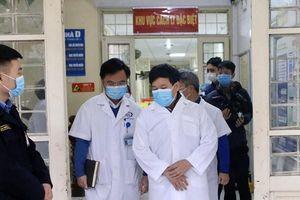 Phó Chủ tịch UBND TP Hà Nội Ngô Văn Quý kiểm tra chống dịch Corona tại bệnh viện Đống Đa