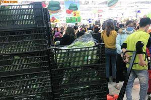 Chen nhau mua rau củ quả ở siêu thị Hà Nội 'tích trữ' giữa dịch corona