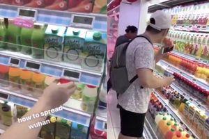 Thanh niên bị chỉ trích vì uống thử nước ở siêu thị giữa dịch corona