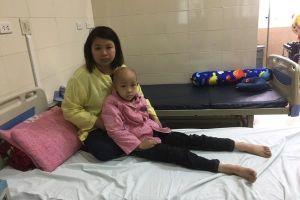 Bà nội, bà ngoại cùng ung thư xin được đổi mạng cứu cháu trai u não
